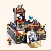 🎁 Idée cadeau 🎁  Les fans de chevaliers vont être heureux avec ce magnifique château fort en bois @djeco_toys. Vous pouvez compléter le château avec un large choix de figurine Arty toys disponible en boutique et sur notre boutique en ligne.  #paudours #paumaville #villedepau #lescar #lons #billere #paucommerces #bearn #sudouest #nouvelleaquitaine #djeco #chateau #château #imagination #jeux #jouet #jouetsenbois #noel #noel2020 #kidstore
